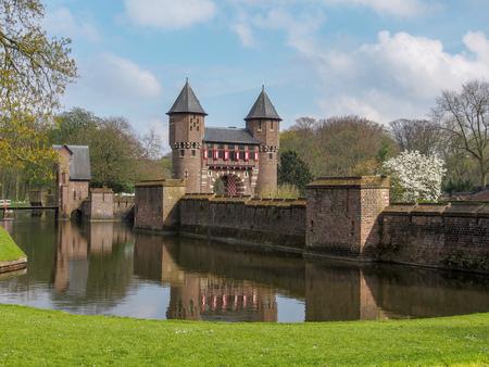 beautiful romantic Holland castle on water , Kasteel De Haar Stockfoto - 134320250