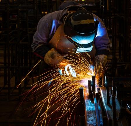 edificio industrial: Los trabajos de soldadura