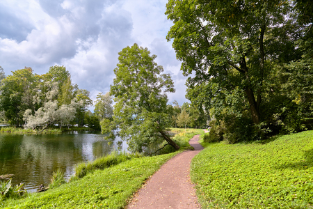 jorobado: A picturesque view in Gatchina Palace Park on the beautiful nature and architecture. Foto de archivo