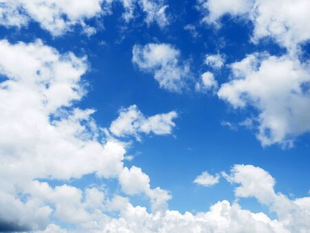 cloud on clear sky - image for artwork Banque d'images - 128997700