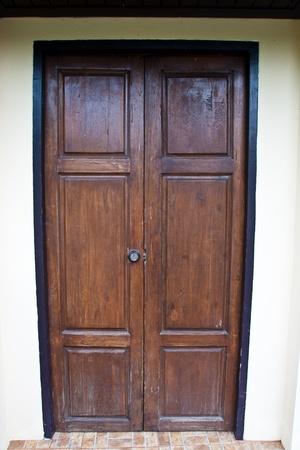 brown wood door photo