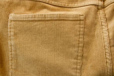 corduroy: pantaloni di velluto a coste e dettaglio tasca