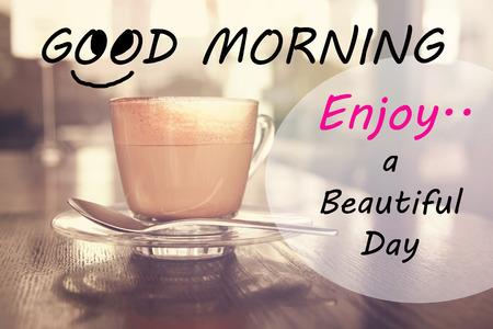 Cita inspirada tipográfico - Buenos días disfrutar de un hermoso día. Foto de archivo