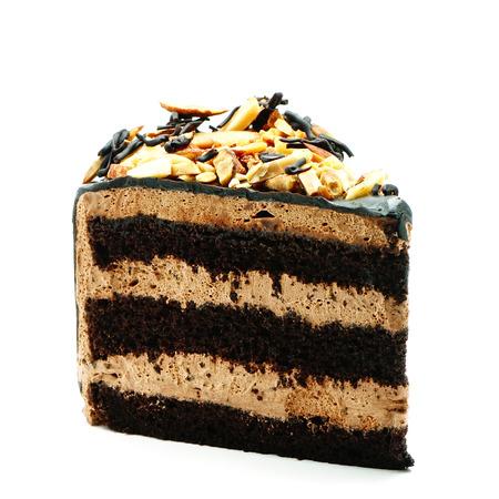 rebanada de pastel: Rebanada de pastel de chocolate aislado en blanco Foto de archivo