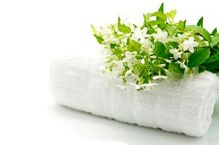 열대 흰색과 향기로운 꽃, 스파 테마에 수건 야생 물 매화 (Wrightia의 religiosa)