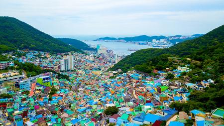 Luftaufnahme des Gamcheon Culture Village in der Stadt Busan in Südkorea.