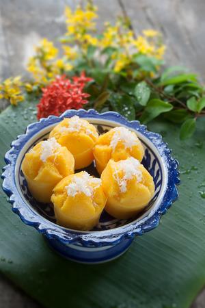 Steamed Pumpkin Cake (Thai Dessert) - Kanom Fak Thong. make from pumpkin, sugar, Flour, tapioca flour, grated coconut, salt and coconut milk. 版權商用圖片
