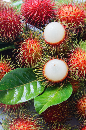 fresh rambutan with green leaf. Foto de archivo - 111019135