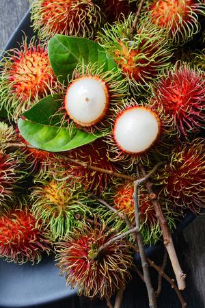 fresh rambutan with green leaf. Foto de archivo - 111019136