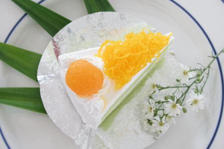 Gold Egg Yolk Thread Cakes and Pandan or thai Language call cake bai tey foi thong. Foto de archivo - 111019142