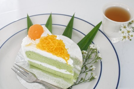 Gold Egg Yolk Thread Cakes and Pandan or thai Language call cake bai tey foi thong. 版權商用圖片 - 111019145