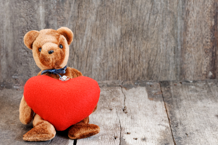 Toy bear doll and the jewelry ring with red heart. For give to special one in valentines day. Foto de archivo - 122521100