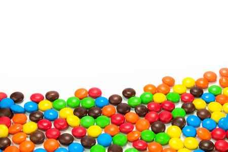 カラフルなチョコレート コーティングした菓子の山