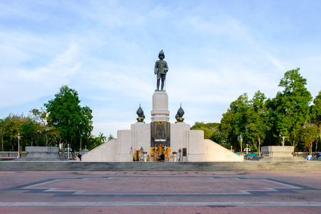 lumpini: Bangkok, Thailand -February 11, 2016: The monument of king RAMA VI in front of Lumpini park, in a center of business district in Bangkok, Thailand. Editorial