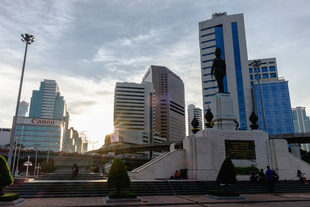 honorable: Bangkok, Thailand - February 11, 2016: Monument at sunset - silhouette rama six statue at lumpini park Thailand Editorial