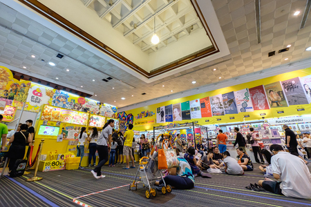 Bangkok, Thaïlande - 10 Avril, 2016: Les gens dans la Foire du livre. Thaïlande Foire du livre tenue à Queen Sirikit National Convention Center.