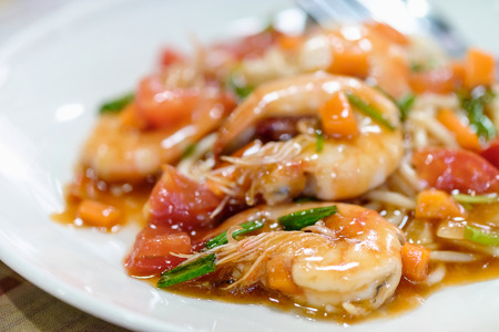 Delicious spaghetti with shrimps, tomatoes