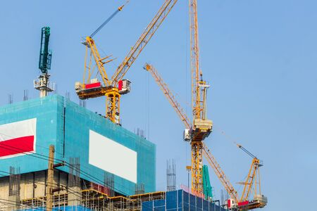 Construction crane tower on blue sky Zdjęcie Seryjne
