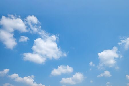 The vast clear blue sky and beautiful clouds on good weather in the morning. Zdjęcie Seryjne