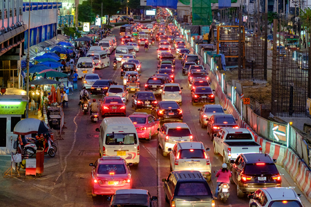 Bangkok, Thailand - Dec 13, 2017: Traffic at Bangkok's Central Lat Phrao shopping mall where a major Skytrain line is being constructed is set to worsen as another four mass transit lines are about to be built. 新聞圖片