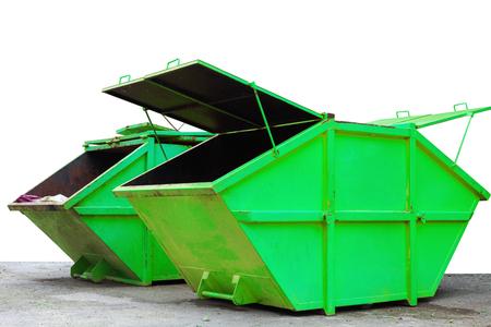 Papelera industrial para residuos municipales o residuos industriales, aislado sobre fondo blanco. Foto de archivo