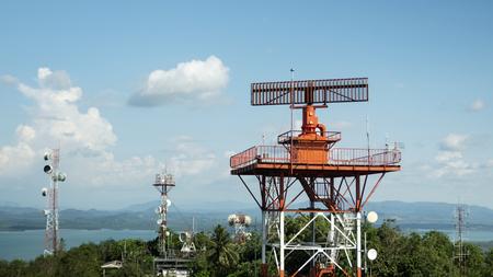 radar communication tower plane in blue sky background. Foto de archivo