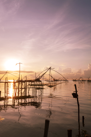 sunrise with fishing trap in pak pra village, Phatthalung Thailand. Archivio Fotografico