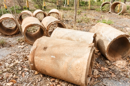 pollution water: abandon drainage pipe