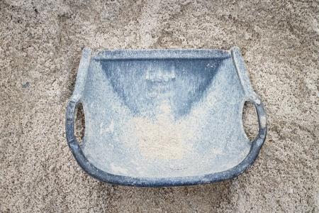 brash: bucket with sand