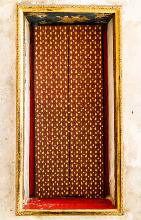 Native Thai style of pattern on door Imagens