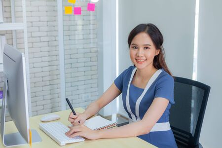 Asian businesswoman smiles brightly while doing important transactions with business negotiators in the Modern office during working hours.
