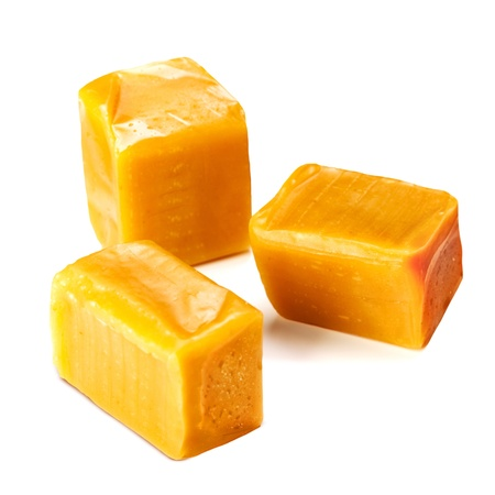 キャラメル: キャラメルキャンディ正方形の画像、白い背景で隔離 写真素材