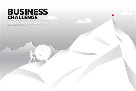 Silhouette des Geschäftsmannes, der den großen Felsen auf die Spitze des Berges drückt. Konzept der geschäftlichen Herausforderung und harter Arbeit.