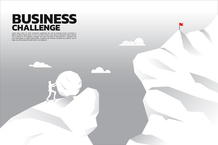 Siluetta dell'uomo d'affari che spinge la grande roccia verso la cima della montagna con l'abisso davanti. concetto di sfida e problema aziendale. Vettoriali