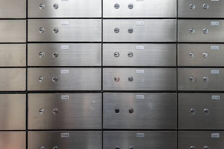 Pared de panel de caja fuerte metálica. Concepto de seguridad y protección bancaria.