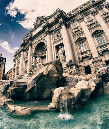 fontana: I colori della Fontana di Trevi a Roma, Italia