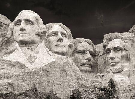 george washington: Puesta de sol sobre el Monte Rushmore, Dakota del Sur, EE.UU.