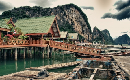 meer: Fishermens Village, on the Coast of Thailand