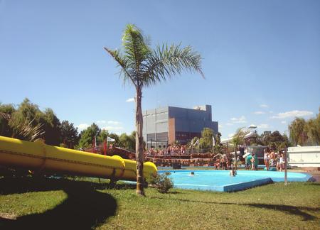 actividades recreativas: Mar del Plata, Argentina-17mo de febrero de, 2013: El complejo acuático Aquasol es un lugar enorme con una capacidad de casi 5 mil personas y que ofrece diversas actividades acuáticas y recreativas. Editorial