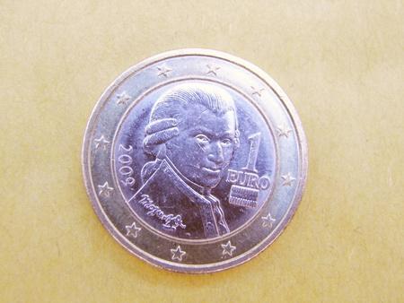 amadeus mozart: Wolfgang Amadeus Mozart (1756-1791) en una moneda de 1 euro Foto de archivo