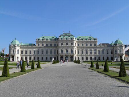 schloss: Belvedere Schloss castle and park in Vienna