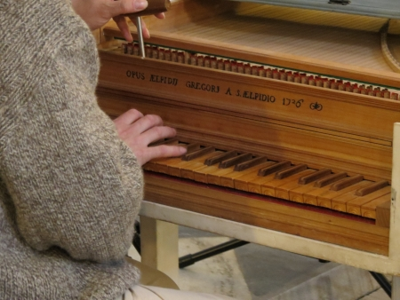 according an harpsichord  original ancient instrument dated 1726