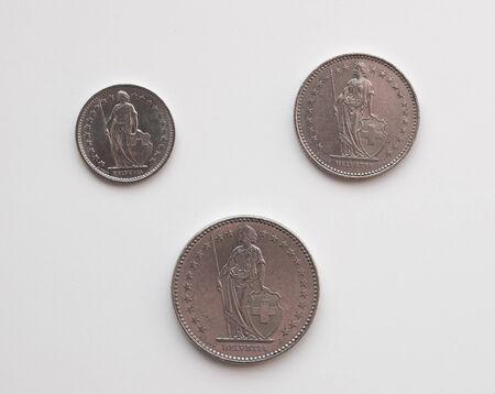 frank szwajcarski: Frank szwajcarski CHF monet izolowanych na białym tle