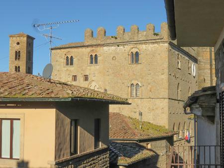 volterra: Volterra, Italian medieval town - view of the city centre - Palazzo dei Priori Stock Photo
