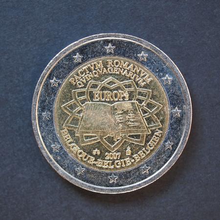 pacto: Conmemorativa de 2 euros monedas Bélgica 2007 - Pactum Romano Quinquagenarium que significa 50 años de Roma pacto sobre el fondo negro