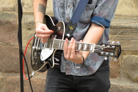 gibson: YORK, UK - CIRCA AUGUST 2015: rock band King No-one performing on a street of the city centre - detail of the Gibson Les Paul electric guitar Editorial