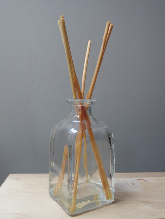 scent: fragrance diffuser with home scent and cedar wood reeds