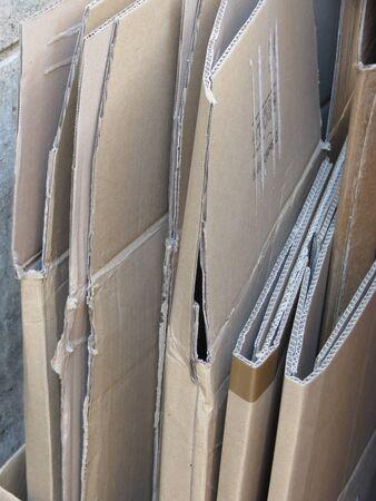 reciclable: Reciclables de cart�n corrugado marr�n tirado
