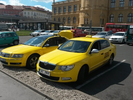 ceska: PRAGUE, CZECH REPUBLIC - CIRCA JUNE 2015: yellow taxi cars parked on a street in the city centre
