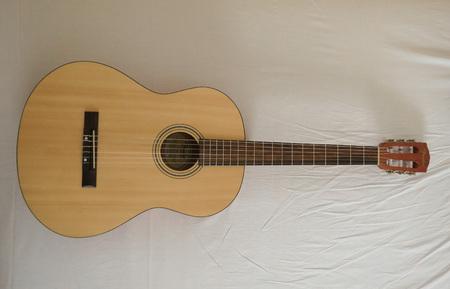 scottsdale: SCOTTSDALE, ARIZONA - CIRCA NOVEMBER 2015: Fender classical guitar ESC105 Educational series